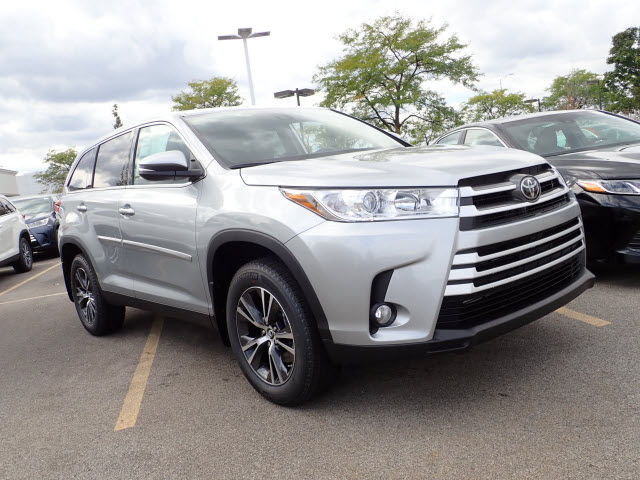 New 2019 Toyota Highlander Le Plus Awd Le Plus 4dr Suv In Schaumburg