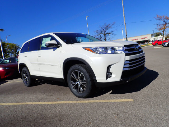 New 2019 Toyota Highlander Le Plus Awd Le Plus 4dr Suv In