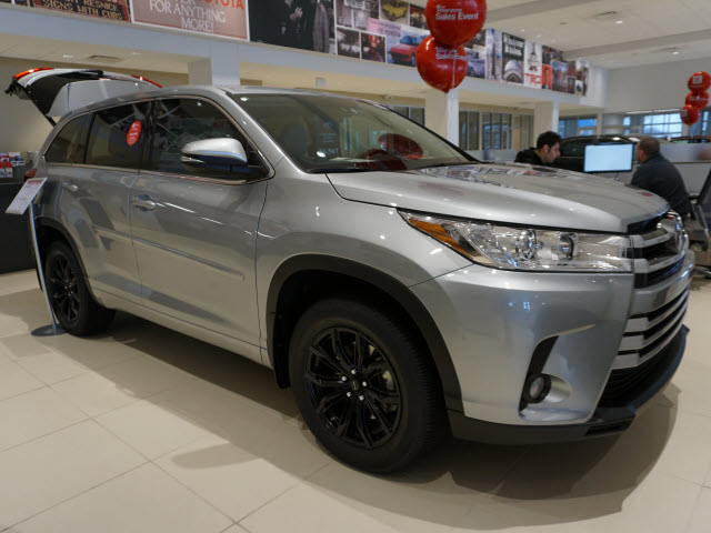 new 2017 toyota highlander le plus v6 awd suv awd le plus. Black Bedroom Furniture Sets. Home Design Ideas