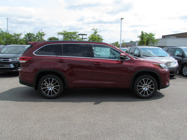 New Toyota Highlander Awd Se Suv In Schaumburg