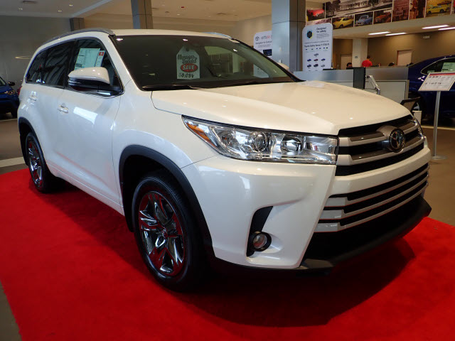 new 2018 toyota highlander xle awd xle 4dr suv in. Black Bedroom Furniture Sets. Home Design Ideas
