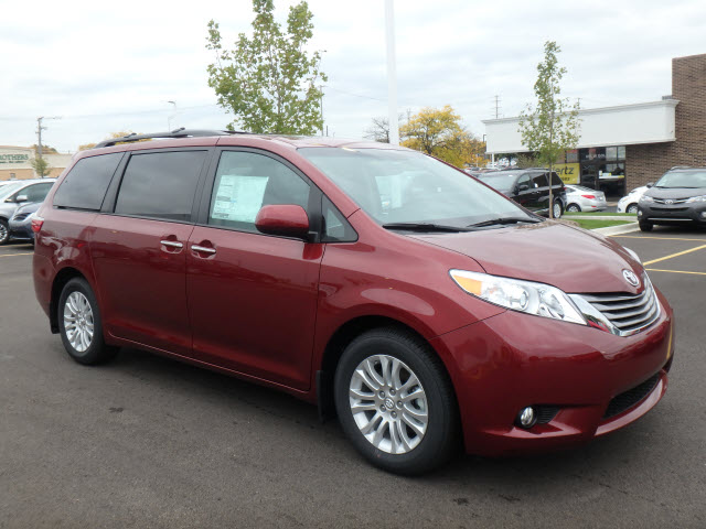 new 2017 toyota sienna xle prem fwd 8 psgr xle premium 8 passenger 4dr mini van in schaumburg. Black Bedroom Furniture Sets. Home Design Ideas